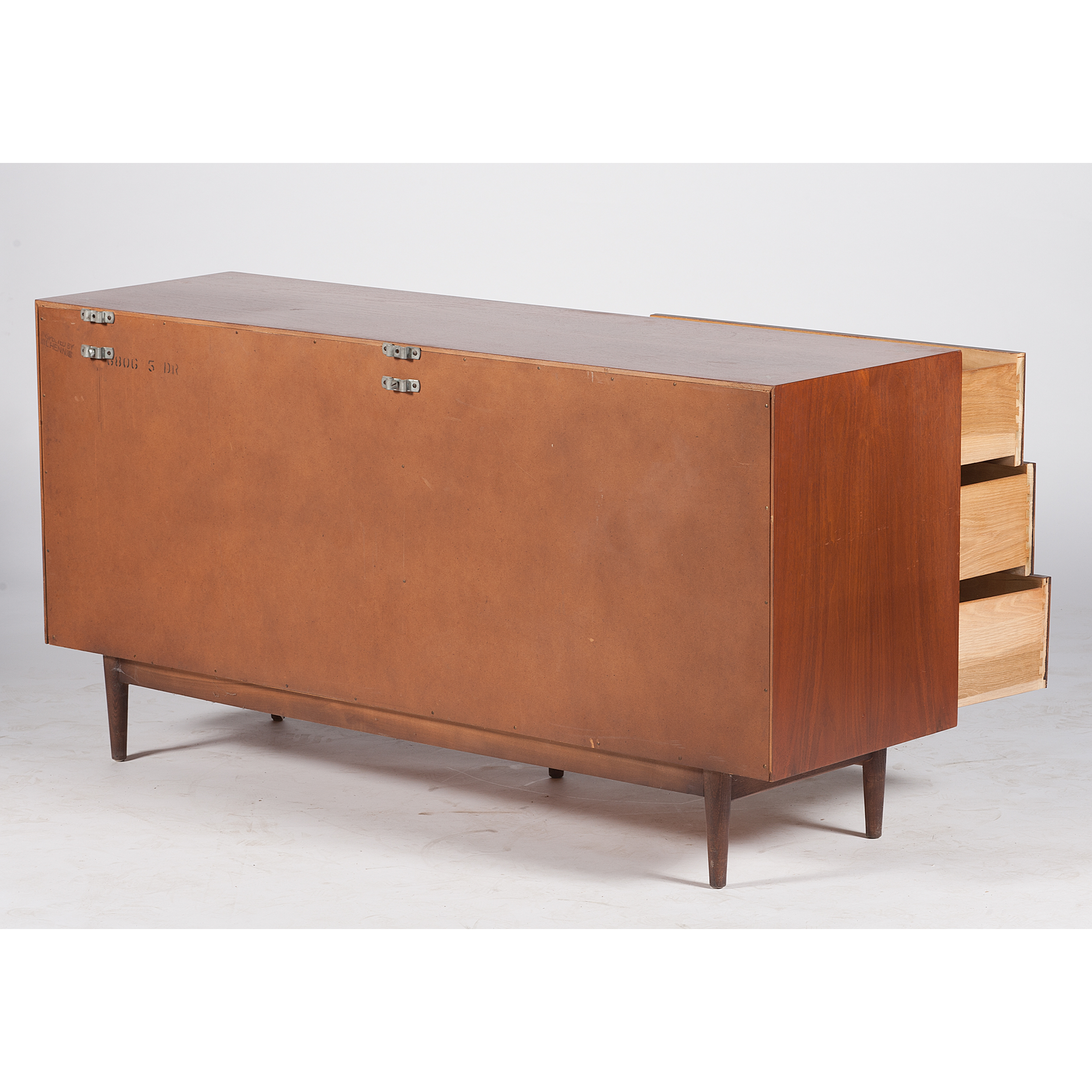 Image of: American Of Martinsville Mid Century Modern Dresser With Mirror Cowan S Auction House The Midwest S Most Trusted Auction House Antiques Fine Art Art Appraisals