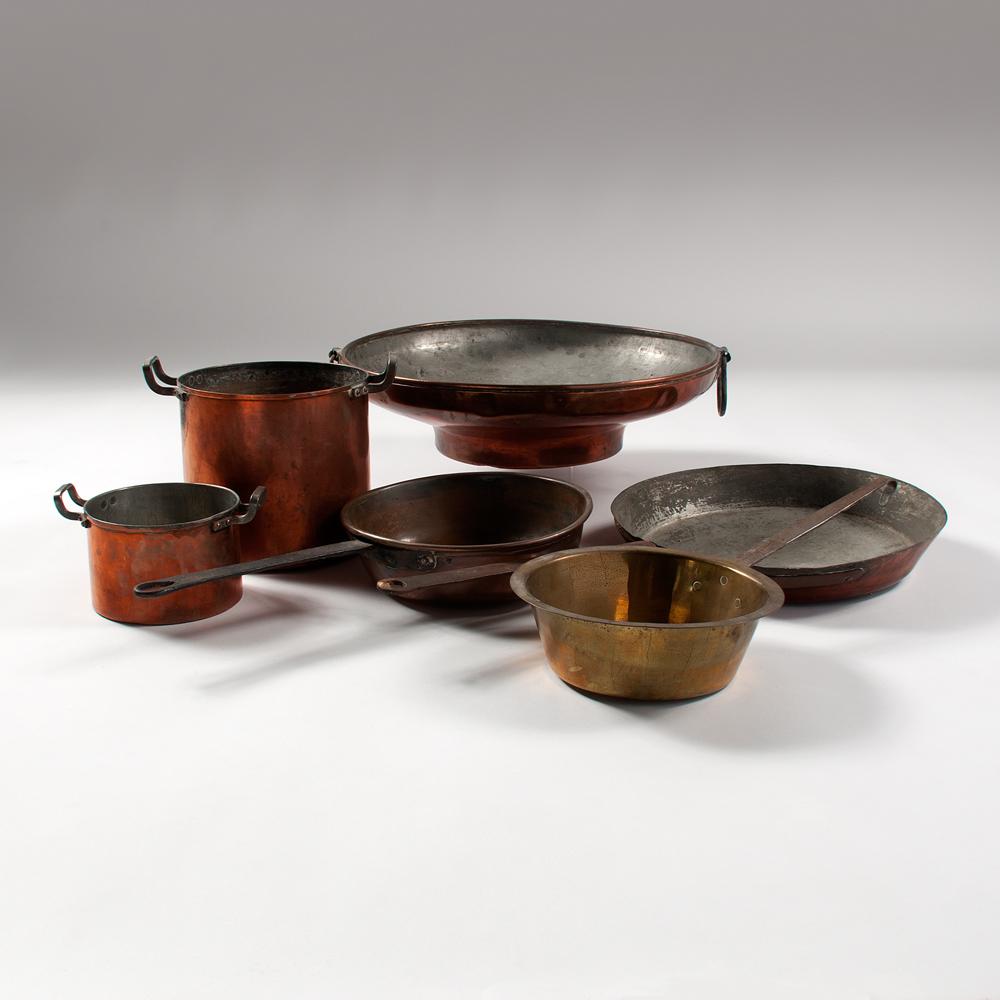 copper pots and pans cowan 39 s auction house the midwest. Black Bedroom Furniture Sets. Home Design Ideas