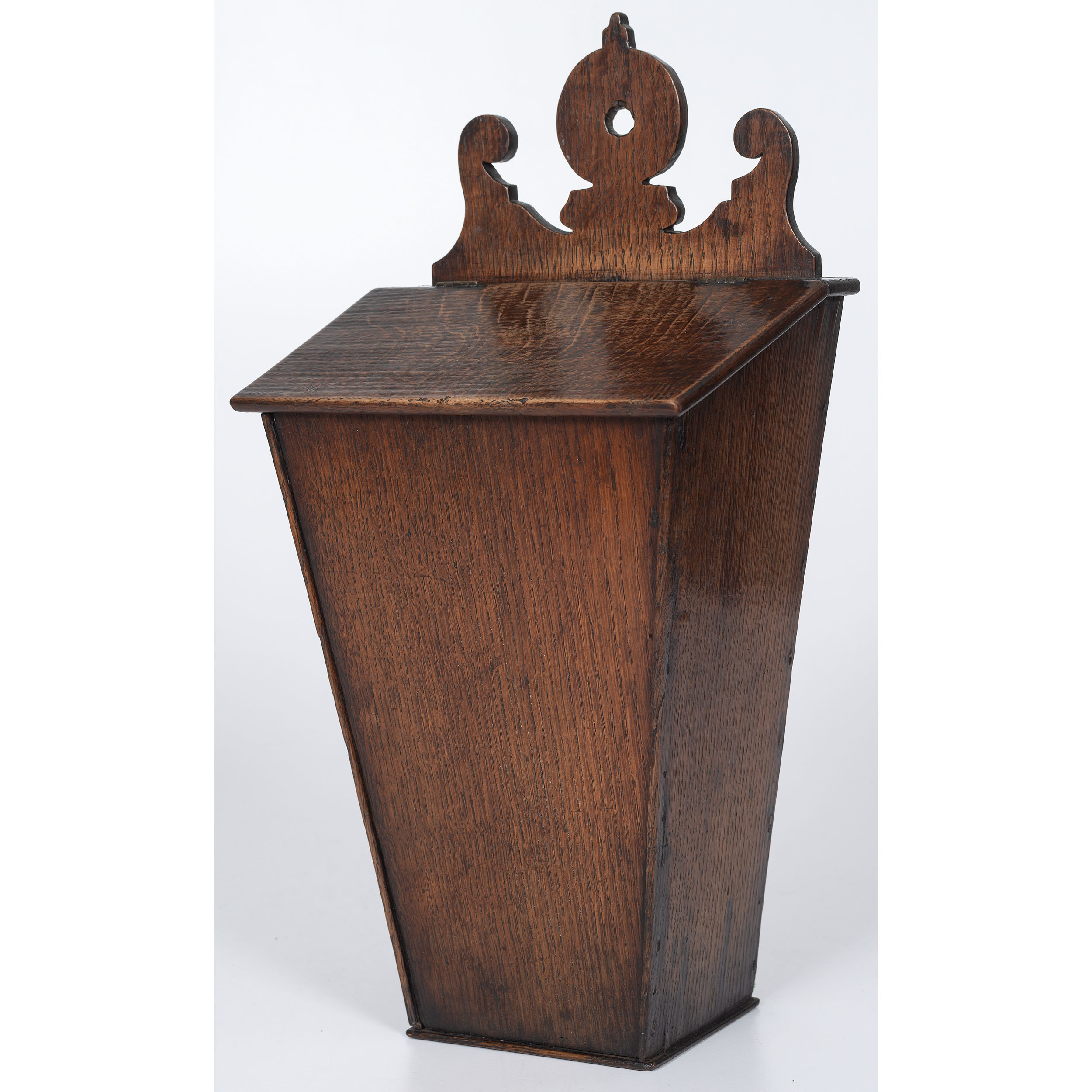English Hanging Pipe or Knife Box in Oak | Cowan's Auction