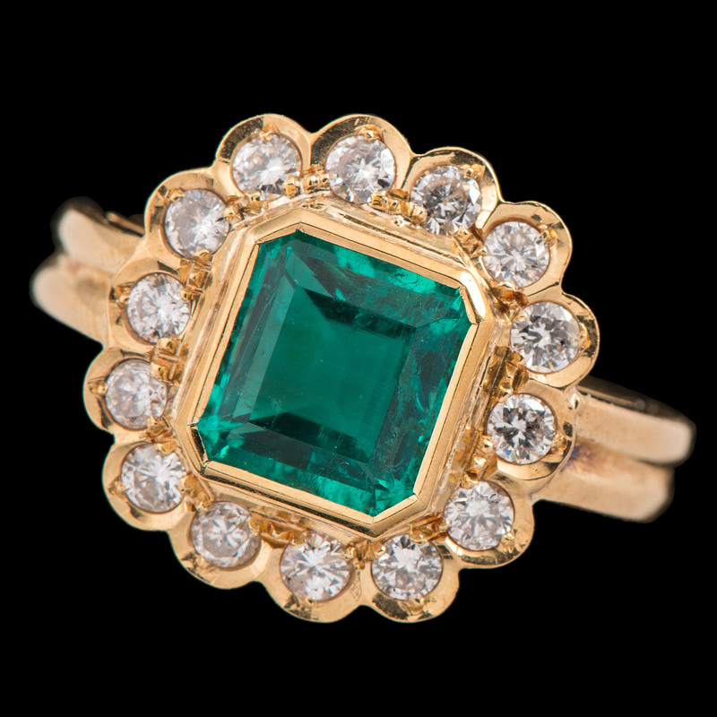 18k Gold Colombian Emerald Ring With GIA Certificate