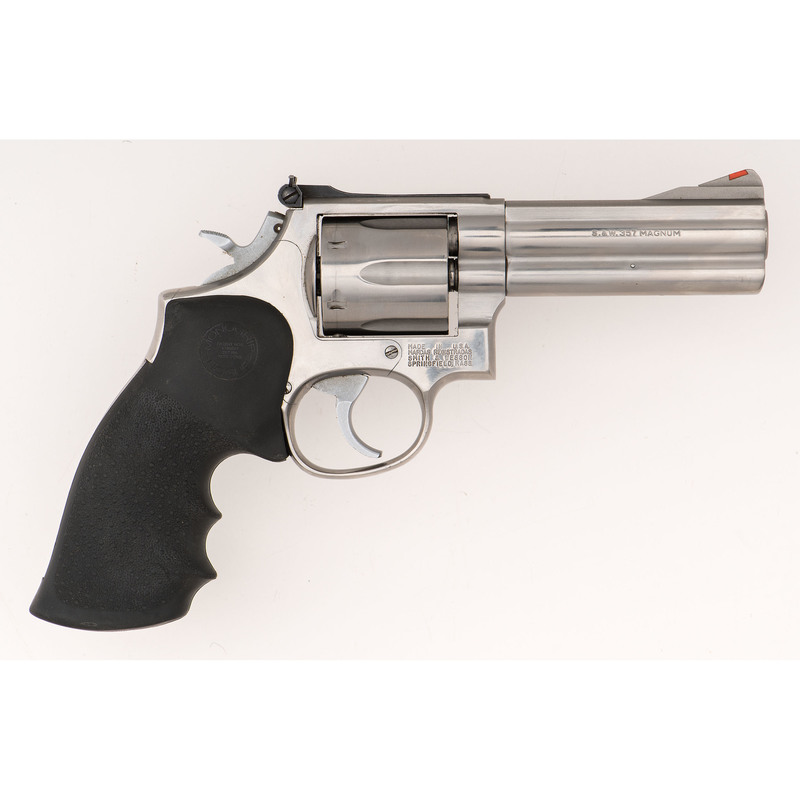 * Smith & Wesson Model 686 Revolver