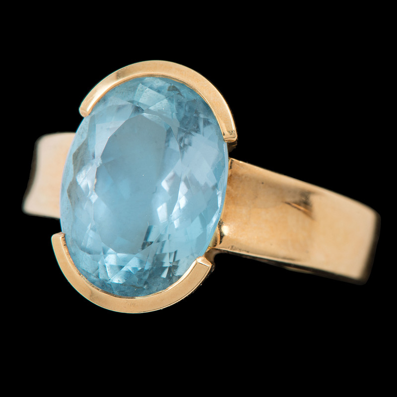 18k Gold Aquamarine Ring