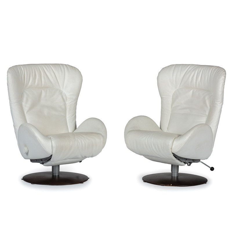 A Pair of White Leather Contemporary Recliners