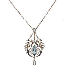 Ladies Edwardian Garland-Style Aquamarine Pendant