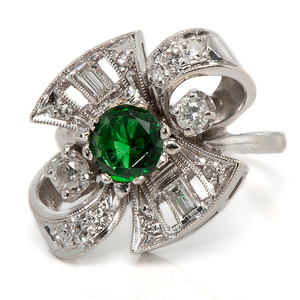 Ladies 14 Karat Emerald and Diamond Vintage Fashion Ring