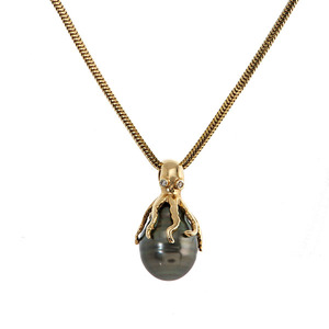 Black Pearl Octopus Pendant in 14 Karat Yellow Gold