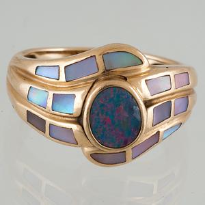 Opal Ring in 14 Karat Yellow Gold