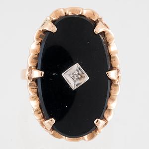 Onyx and Diamond Ring in 10 Karat Yellow Gold