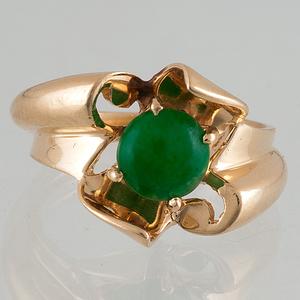 Ring in 14 Karat Yellow Gold with Jade
