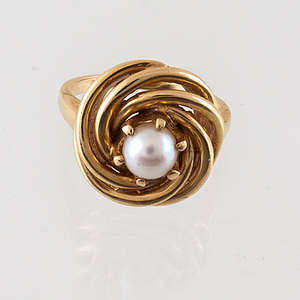 Ring in 14 Karat Yellow Gold with Pearl