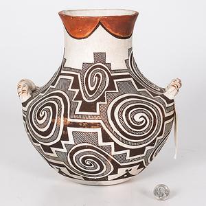 Juana Concho Pasqual (Acoma, 1892-1969) Pottery Vase