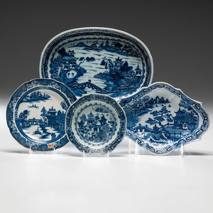 Chinese Export Porcelain Dishes with Greek Key Border