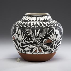 Lolita Concho (Acoma, b. ca 1910) Pottery Jar