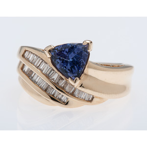 14 Karat Yellow Gold Tanzanite and Diamond Ring