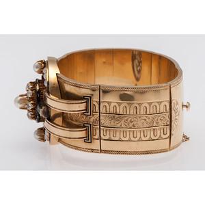 18 Karat Yellow Gold Victorian Bangle Bracelet