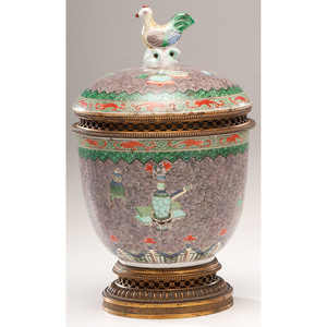 Wucai Jar with Trophies and Antiques