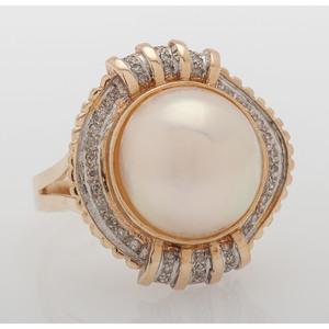 14 Karat Yellow Gold Mabe Pearl Ring