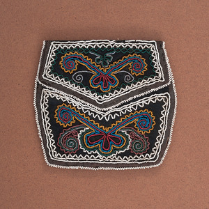 Haudenosaunee Beaded Wool Purse, From the Collection of Charles and Valerie Diker