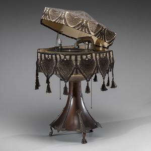 Burns-Pollock Electric Phonograph Lamp