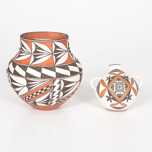 K'uuchininaak'u (Acoma, 20th century) Pottery Jars
