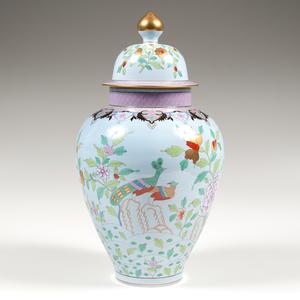 Herend Lidded Urn, Paon de Peking