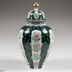 Herend Lidded Urn, Black Dynasty