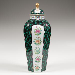 Herend Lidded Vase, Black Dynasty