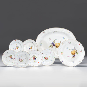 Meissen Scattered Flowers Platter and Plates