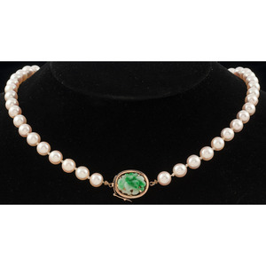 Cultured Peal Necklace with 14k Gold and Jade Clasp