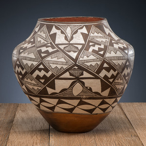 Acoma Pottery Olla, Deaccessioned From the Hopewell Museum, Hopewell, NJ
