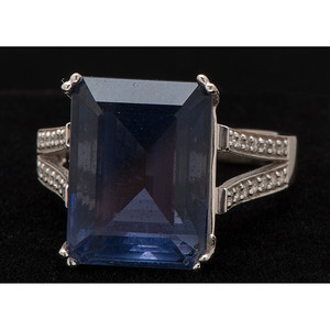 14k Gold Iolite and Diamond Ring