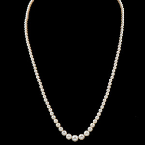 Graduated Cultured Pearl Necklace with 14k White Gold Clasp