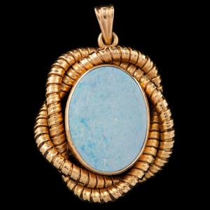 18k Gold Opal Pendant