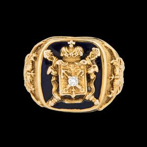 14k Gold Crest Ring