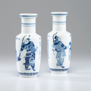 Pair of Chinese Blue and White Rouleau Vases 青花人物圖棒槌瓶一對