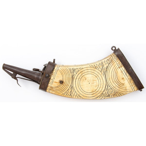 Late 17th Century Scrimshawed Flattened Cow Horn Flask for a Wheelock Rifle