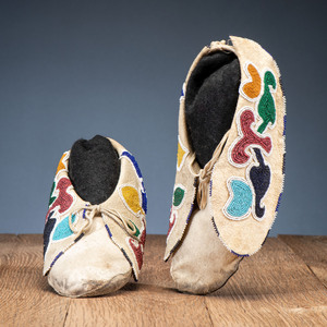 Mesquakie Beaded Hide Moccasins