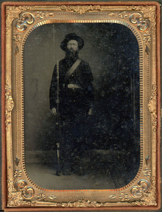 UNION SOLDIER & RIFLE & BAYONET CASED TINTYPE