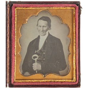 [EARLY PHOTOGRAPHY]. Sixth plate daguerreotype of sommelier with large wine key. N.p.: n.p., n.d.