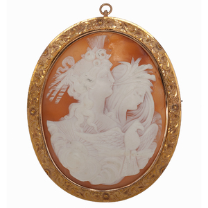 Large Cameo Brooch/Pendant in 14 Karat Yellow Gold