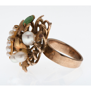 Pearl and Jade Ring in 18 Karat Yellow Gold